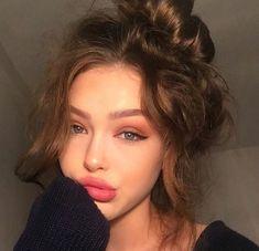 - Makeup Looks Yellow Aesthetic Makeup, Aesthetic Girl, Beauty Makeup, Hair Makeup, Hair Beauty, Eye Makeup, Pretty Face, Pretty People, Makeup Inspiration