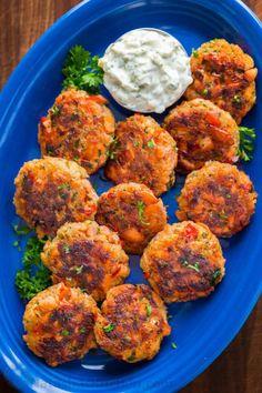 Salmon Patties Recipe (VIDEO) - NatashasKitchen.com Sauce Recipes, Seafood Recipes, Cooking Recipes, Healthy Recipes, Catfish Recipes, Kitchen Recipes, Yummy Recipes, Canned Salmon Patties, Salmon Patties Recipe