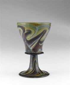 Musée d'Ecouen - Verre en forme de calice imitant l'agathe. ECL8628. 16°s. Verre calcédoine. Ht: 0.114. Diamètre: 0.138 m.
