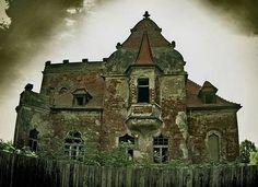 http://1.bp.blogspot.com/_mmBw3uzPnJI/SWz3eo4gjWI/AAAAAAAAfY4/KUdauVLaNKE/s400/Creepy-Houses-07.jpg