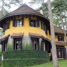 60 tấm ảnh màu đẹp lộng lẫy của biệt thự cổ Đà Lạt Old Town, Colonial, Mansions, House Styles, Home, Decor, Old City, Ad Home, Luxury Houses