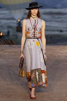 Christian Dior - Resort 2018 Christian Dior Resort 2018 Fashion Show Collection See the complete Christian Dior Resort 2018 collection.  Christian Dior - Resort 2018 Christian Dior Resort 2018 Fashion Show Collection See the complete Christian Dior Resort 2018 collection.