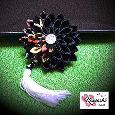Kanzashi - Negro com tassel Tassels, Wreaths, Halloween, Instagram Posts, Decor, Japanese Fabric, Hooks, Garlands, Dekoration