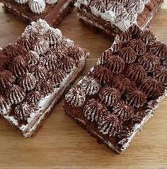 Çok lezzetli ve muhteşem olan Bu pastayı bıkmadan usanmadan her daim yiyebilirim çünkü çook güzel en dar vakitlerde kesinlikle kurt..
