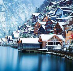 Winter in Hallstatt, Austria : CozyPlaces