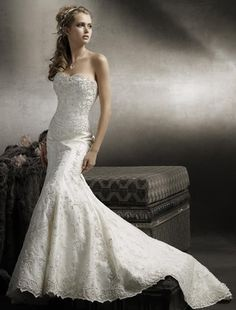Best Wedding Gowns for Petites Love train, lace.