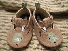 Green Chirp Wool Felt Baby Shoes Sizes 1-6 by PracticalCharm ♡