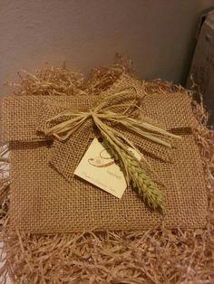 Busta regalo fatta a mano con juta ...visita il nostro sito www.pbanchetti.it