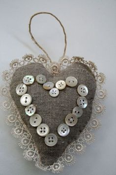 Button | fine linen mop buttons and a lovely tatted lace edge beautiful