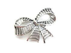 Vintage Gerrys Ribbon Brooch Shiny Silver Stripe