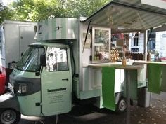 Mobil shop in Berlin Mobile Coffee Cart, Mobile Coffee Shop, Mobile Food Cart, Street Food Business, Coffee Van, Piaggio Ape, Food Vans, Meals On Wheels, Pop Up Restaurant