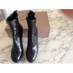 Je viens de mettre en vente cet article  : Bottines & low boots à talons Gianvito Rossi 260,00 € http://www.videdressing.com/bottines-low-boots-a-talons/gianvito-rossi/p-3588884.html?utm_source=pinterest&utm_medium=pinterest_share&utm_campaign=FR_Femme_Chaussures_Bottines+%26+low+boots_3588884_pinterest_share