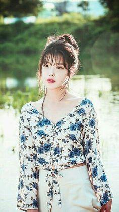 Lee Ji Eun * IU * : 이지은 * 아이유 * : Flower Bookmark 2