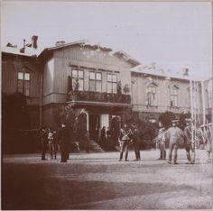 Spala 1912: Oficiais no gramado em frente ao lodge.