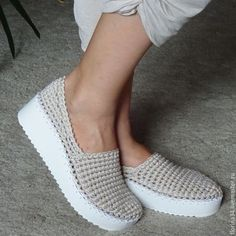 Looking for some cool crafts for teens to make and sell? These cheap, creative and cool DIY projects are some of the best ways for Crochet Shoes Pattern, Crochet Boots, Shoe Pattern, Crochet Baby Booties, Crochet Clothes, Knit Shoes, Women's Slip On Shoes, Sock Shoes, Shoe Boots