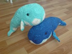yarn-over:  i wish i have change to crochet 1 whale for each color ;_; the idea is from this pattern<