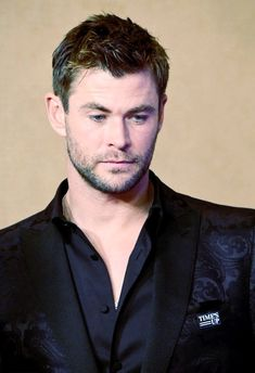 Need this man in my life right now! Hemsworth Brothers, Chris Hemsworth Thor, People Magazine, Man Alive, Sexy Men, Celebrities, Celebs, Marvel, Hero