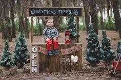 Christmas Mini Sessions, Christmas Minis, Christmas Crafts, Xmas, Christmas Pictures Family Outdoor, Holiday Photos, Christmas Photos, Fall Photo Booth, Christmas Photo Booth
