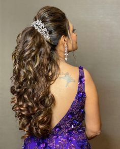 Honestly, from buns to braids and even open straight hair, we've seen it all! But voluminous ponytails? Now, that's an extraordinary choice for a bridal hairstyle! Voguish bridal ponytails have. Hairstyles For Gowns, Half Updo Hairstyles, Braided Hairstyles For Wedding, Indian Hairstyles, Bride Hairstyles, Trendy Hairstyles, Straight Hairstyles, Bridesmaids Hairstyles, Bridal Ponytail