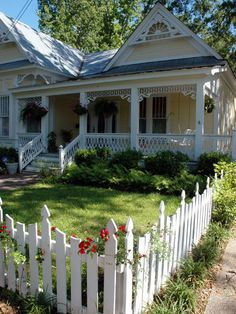Hattiesburg has one of the best collections of Victorian-era houses in the state of Mississippi. The Hattiesburg Historic Neighborhood Association purchased and renovated abandoned properties in an effort to preserve and stabilize the neighborhood. Photo courtesy of VisitHattiesburg.