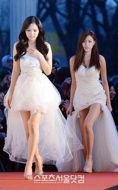 A Pink's Gaeun and Hayoung at Gaon Chart K-Pop Awards 2/13/13