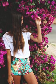 Honeymoon outfit | Summer holiday | Vacation | Floral shorts | High waisted | Green fitted shorts | shopdailychic | The Veil
