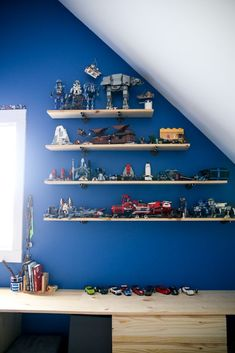 Home Interior Cuadros tips and tricks for simple ways to refresh a teen boys room for an older vibe while still incorporating lego storage - so many great ideas! Stylish Home Decor, Affordable Home Decor, Easy Home Decor, Home Decor Styles, Cheap Home Decor, Home Decor Accessories, Teen Boy Rooms, Teen Boys, Cheap Beach Decor