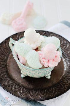 Homemade White Tea Bath Bombs by ©Bakingdom