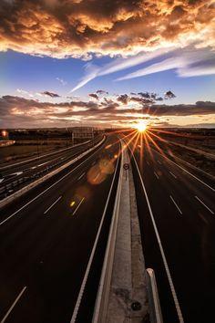 What a gorgeous sunrise photo taken by Ingrid Bauer - Landschaftsbau Beautiful Roads, Beautiful World, Beautiful Places, Photos Du, Cool Photos, Landscape Photography, Nature Photography, Amazing Sunsets, Image Hd