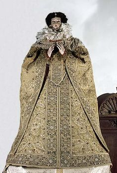 Dress of Isabela Clara Eugenie, on the statue of Virgin Marz, 1598, Domschatzkammer Aachen, Toledo, oronoz.com