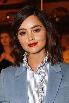 The mid-length hairstyle doesn't haven't to be awful. Change up your in-between stage look with these must-have styles like Jenna Coleman Second Day Hairstyles, Straight Hairstyles, Doctor Who, Eleventh Doctor, Jenna Coleman Style, Alexa Chung Hair, Jennifer Aniston Pictures, Growing Your Hair Out, Wavy Lob