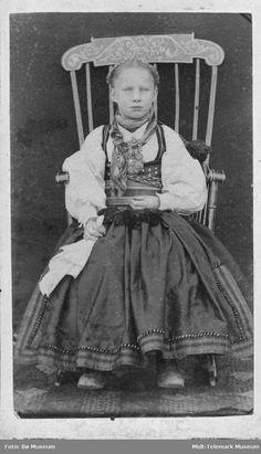 Midt-Telemark Museum - Fotograf Bø Museum Folk Costume, Costumes, Norse Pagan, Strange Flowers, Fashion History, Folklore, Norway, Museum, Vintage