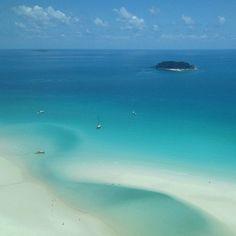 The trademark silica sand of Whitehaven Beach. #instagram photo: @tilly_jak