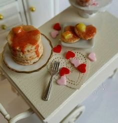 1:12 Scale dollhouse miniature Valentines day pancake breakfast by DecadentMini on Etsy https://www.etsy.com/listing/221538215/112-scale-dollhouse-miniature-valentines