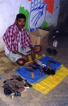 INDIA - Roadside Cobbler