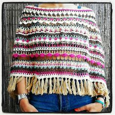 Bo-M: Poncho, this hangs so nice :) Poncho Crochet, Crochet Shawls And Wraps, Knit Or Crochet, Crochet Scarves, Crochet Clothes, Crochet Cover Up, Capes, Crochet Patterns, Knitting