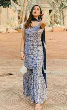 Sharara Designs, Kurta Designs Women, Kurti Designs Party Wear, Pakistani Dresses Casual, Indian Gowns Dresses, Indian Fashion Dresses, Pakistani Suits, Stylish Dress Book, Stylish Dress Designs
