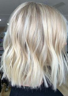 Aweome Blonde Lob Haircuts for Women to Sport in 2020 2020 bob Aweome Blonde Lob Haircuts for Women to Sport in 2020 Blonde Lob Hair, Thick Blonde Hair, Long Bob Blonde, Short Blonde Haircuts, Blonde Bob Hairstyles, Blonde Hair Looks, Long Bob Haircuts, Lob Hairstyle, Hairstyles Haircuts
