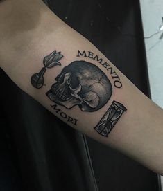 Memento Mori Tattoo - All Fashion Ideas Here! Kritzelei Tattoo, Occult Tattoo, Nyc Tattoo, Doodle Tattoo, Dope Tattoos, Black Ink Tattoos, Skull Tattoos, Sleeve Tattoos, Tatoos