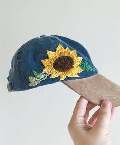 Sunflower Two-toned Cap - Choctaw Tori - Hand Embroidery - Hut Embroidered Cactus, Custom Embroidered Hats, Embroidered Baseball Caps, Embroidered Clothes, Hat Embroidery, Floral Embroidery, Cactus Hat, Bone Bordado, Cute Hats