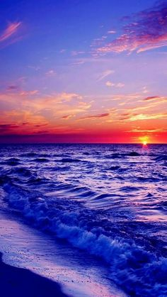 Coastal sunset=I want to watch the sunset and listen to the crashing waves and smell the salty air-LB Beach Wallpaper, Summer Wallpaper, Of Wallpaper, Landscape Wallpaper, Beautiful Sunrise, Nature Pictures, Amazing Nature, Pretty Pictures, Aesthetic Wallpapers