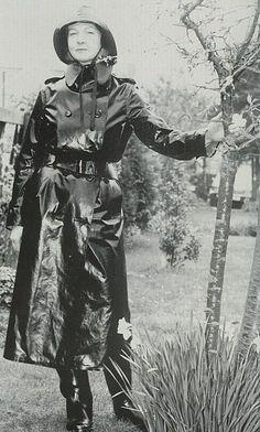 Vintage Black Rubber Raincoat Baby Raincoat, Girls Raincoat, Red Raincoat, Black Mac, Best Rain Jacket, Latex Lady, Rubber Raincoats, Rain Gear, Weather Wear