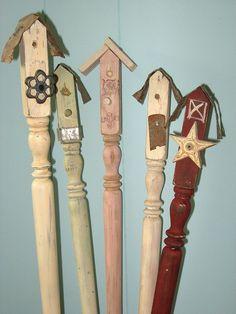 House stakes spindle birdhouses, hummmmmmmmm I have some old spindles.spindle birdhouses, hummmmmmmmm I have some old spindles. Outdoor Crafts, Outdoor Projects, Wood Projects, Craft Projects, Backyard Projects, Craft Ideas, Spindle Crafts, Wood Crafts, Diy Crafts
