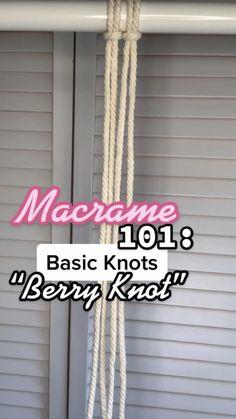 Macrame Plant Hanger Patterns, Free Macrame Patterns, Macrame Wall Hanging Patterns, Macrame Plant Hangers, Macrame Jewelry, Macrame Knots, Macrame Design, Macrame Tutorial, Macrame Projects