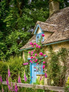 Everyone deserves a little corner to call heaven. A tucked-away cottage in Widford, the Cotswolds.