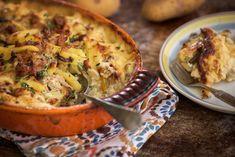 Mitä tänään ruoaksi? Ihanan kermaisen sienikiusauksen loihdit helposti kanajauhelihasta. Päivällisen kypsyessä uunissa jää sinulle aikaa vaikka herkullisen jälkiruoan valmistukseen. Ruskista Kananpoja... Cauliflower, Food And Drink, Vegetables, Cauliflowers, Vegetable Recipes, Cucumber, Veggies