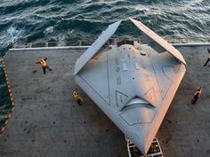 Le drone de chasse X-47B fait le 1er appontage de l'histoire - La chambre des Liens                                                                                                                                                                                 Plus