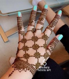 Sukhroop one hand Indian Henna Designs, Mehndi Designs 2018, Modern Mehndi Designs, Mehndi Designs For Girls, Mehndi Design Pictures, Wedding Mehndi Designs, Mehndi Designs For Fingers, Beautiful Henna Designs, Simple Mehndi Designs