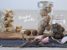 Blissful Snacks - die gesündesten Pralinen der Welt Snacks, Place Card Holders, Breakfast, Food, Chocolate Candies, World, Health, Meal, Eten