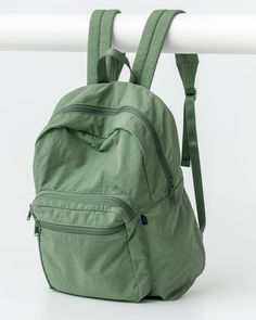 Baggu School Backpack in Olive - A sturdy backpack for everyday toting. Stylish School Bags, Cute School Bags, Trendy Backpacks, School Backpacks, Cute Backpacks For Women, Leather Backpacks, Leather Bags, Mochila Grunge, Hippie Backpack